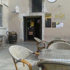 Photo taken at Cerveseria mes parroquia by Ypsilon V. on 4/19/2012