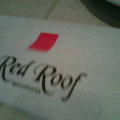 Photo taken at Red Roof Restaurantes by Ma F. on 8/22/2012