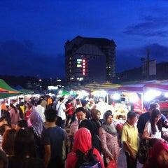 Photo taken at Brinchang Pasar Malam by Leo R. on 6/8/2012