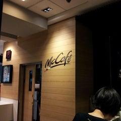 Photo taken at McDonald's / McCafe by Lim W. on 6/16/2012