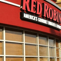 Photo taken at Red Robin Gourmet Burgers by Chuck N. on 3/15/2012