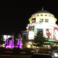 Photo taken at The Crystal (เดอะ คริสตัล) by Porpan J. on 9/8/2012