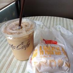 Photo taken at McDonald's & McCafé (แมคโดนัลด์ & แมคคาเฟ่) by MΛIMΛIMΛI on 7/6/2012
