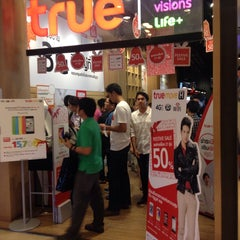 Photo taken at True Shop (ทรูช็อป) by Tons N. on 2/4/2014