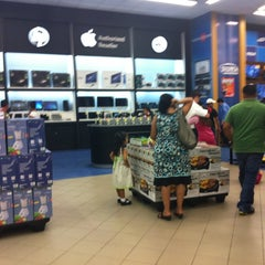 Photo taken at Diunsa Superstore by Marlon O. on 10/14/2012