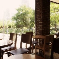Photo taken at COFFINE GURUNARU by Yedam L. on 9/22/2012
