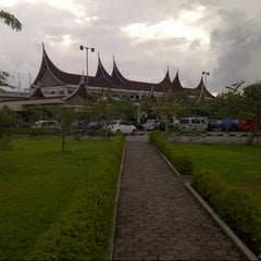 Photo taken at Minangkabau International Airport (PDG) by tridarsa r. on 5/4/2013