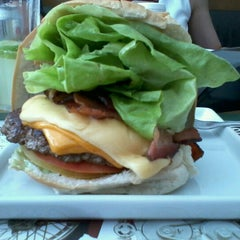 Photo taken at Road Burger by Marcele M. on 10/25/2012