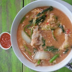 Photo taken at ร้านอาหารตามส่ัง พ่ีแหม่ม พ่ีดิศ by sugarcane on 8/13/2014