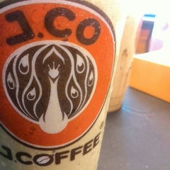 Photo taken at J.Co Donuts & Coffee by Meldi C. on 1/13/2016