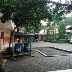 Photo taken at SMP Negeri 1 Bandung by Yudi W. on 6/19/2014