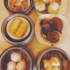 Photo taken at Yuan Garden Dim Sum House by Isabelle W. on 12/15/2014
