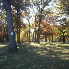 Photo taken at The Oaks Disc Golf Course by Andrew Z. on 10/8/2012