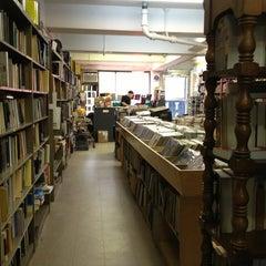 Photo taken at Mercer Street Books by Hanae K. on 1/1/2013