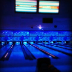 Photo taken at Cosmic Bowl by wan3rd . on 11/27/2012