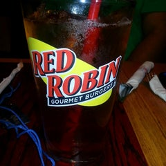 Photo taken at Red Robin Gourmet Burgers by Kyria W. on 3/7/2013