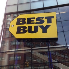 Photo taken at Best Buy Mobile by Jeferson D. on 5/7/2013