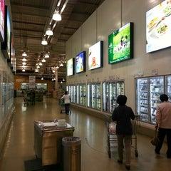 Photo taken at 이마트 트레이더스 (E-mart Traders) by Woohyun C. on 5/23/2013