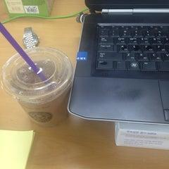 Photo taken at The Coffee Bean & Tea Leaf by Jason Jun K. on 6/18/2014