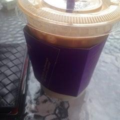 Photo taken at The Coffee Bean & Tea Leaf by Jason Jun K. on 6/5/2014