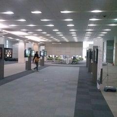 Photo taken at 연세대학교 삼성학술정보관 (Yonsei University Samsung Library) by Voravit P. on 3/20/2013