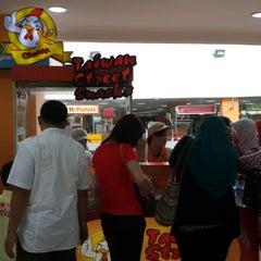 Photo taken at Food City by Dedi W. on 2/9/2014