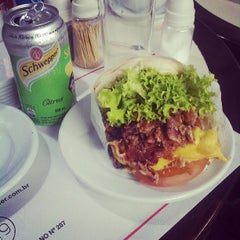 Photo taken at Carlito Hamburguer by Lucas R. on 7/7/2013
