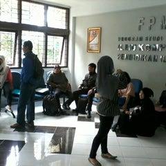 Photo taken at Gedung Ilmu Komputer (GIK) by Uliana P. on 1/23/2013