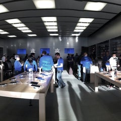 Photo taken at Apple Store, Easton Town Center by Alvin B. on 4/5/2013