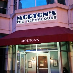 Photo taken at Morton's Steakhouse by Ray F. on 3/27/2016