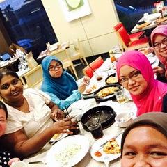 Photo taken at Pizza Hut by Nik Farah Husna H. on 6/29/2015