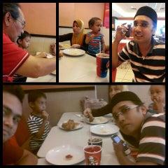Photo taken at KFC by Kayreel I. on 4/14/2014