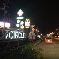 Photo taken at The Circle Ratchapruk (เดอะเซอร์เคิล ราชพฤกษ์) by paradise t. on 10/22/2012