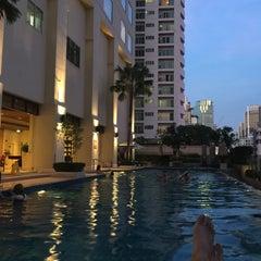 Photo taken at Sukhumvit Park, Bangkok - Marriott Executive Apartments by Ssuki B. on 1/10/2016