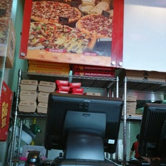 Photo taken at PHD - Pizza Hut Delivery by donnell g. on 1/24/2015