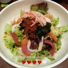 Photo taken at WARAKU Japanese Casual Dining by Aunty D. on 1/2/2014