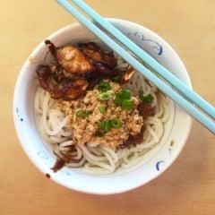 Photo taken at Restoran YiPoh 姨婆老鼠粉 by Jeffery L. on 1/23/2016