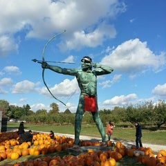 Photo taken at Curtis Orchard & Pumpkin Patch by Johnathan R. on 10/19/2013