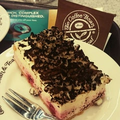 Photo taken at The Coffee Bean & Tea Leaf by Omi A. on 10/9/2014