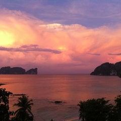 Photo taken at Phi Phi The Beach Resort (พีพีอันดามันบีชรีสอร์ท) by Pattaya P. on 12/1/2012