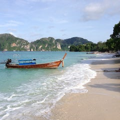 Photo taken at Phi Phi The Beach Resort (พีพีอันดามันบีชรีสอร์ท) by Ivan S. on 5/23/2013
