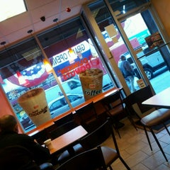 Photo taken at Dunkin' Donuts by Hal W. on 1/7/2013