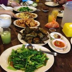 Photo taken at Khunthai Authentic Thai Restaurant by fara k. on 7/25/2013
