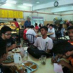 Photo taken at Restoran Moden by Jagdeesh R. on 4/18/2015