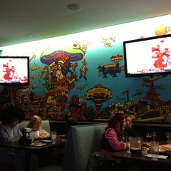 Photo taken at Mellow Mushroom Pizza Bakers by Arturo C. on 10/28/2012