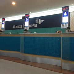 Photo taken at Garuda Indonesia Sales & Ticketing Office by Asril W. on 10/25/2012