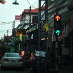 Photo taken at Maenamburi Resort by Kris P. on 3/19/2014