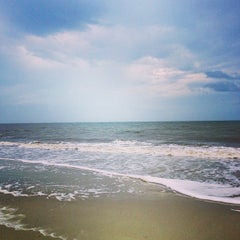 Photo taken at Burkes Beach by jbrotherlove on 12/14/2013