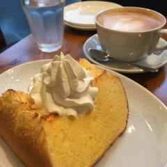 Photo taken at SHOTO CAFE (松濤カフェ) by Tammy W. on 5/12/2015