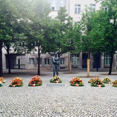 Photo taken at Gedenkstätte Deutscher Widerstand | German Resistance Memorial Center by Jonathan A. on 7/23/2015